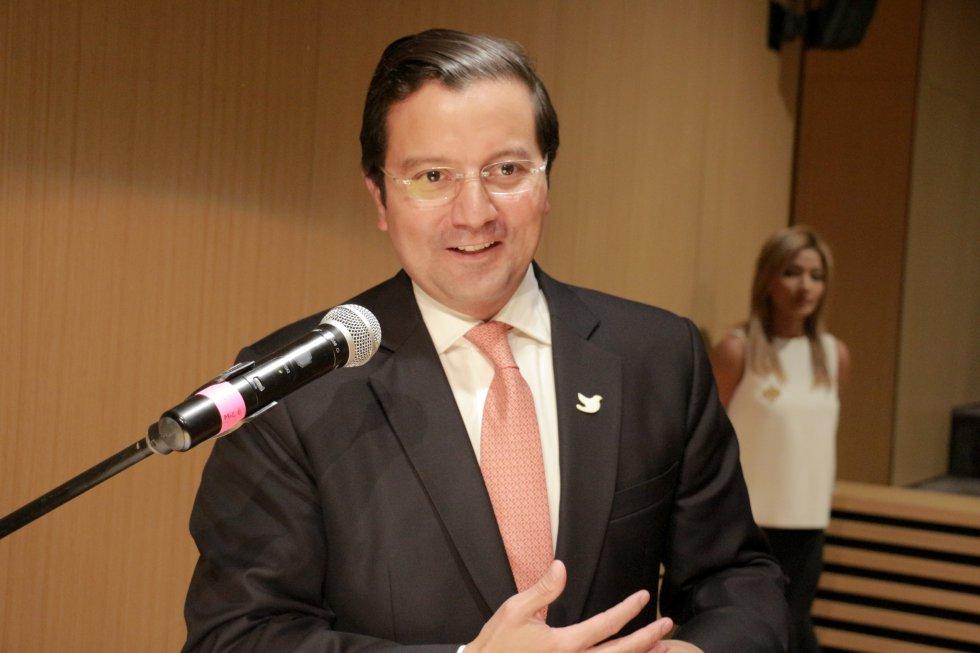 """""""Hacer humor es muy complejo, requiere información y capacidad. Es una cosa seria, pero sobretodo brillante"""", señaló en ministro TIC, David Luna."""