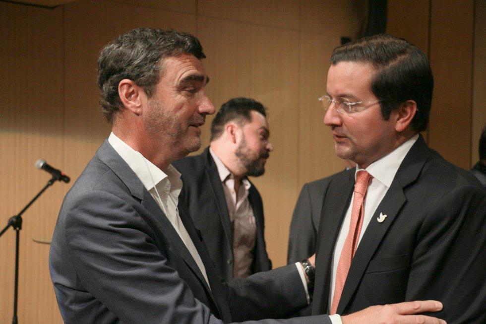 Jon Ruiz, gerente de Caracol, con el ministro TIC, David Luna.