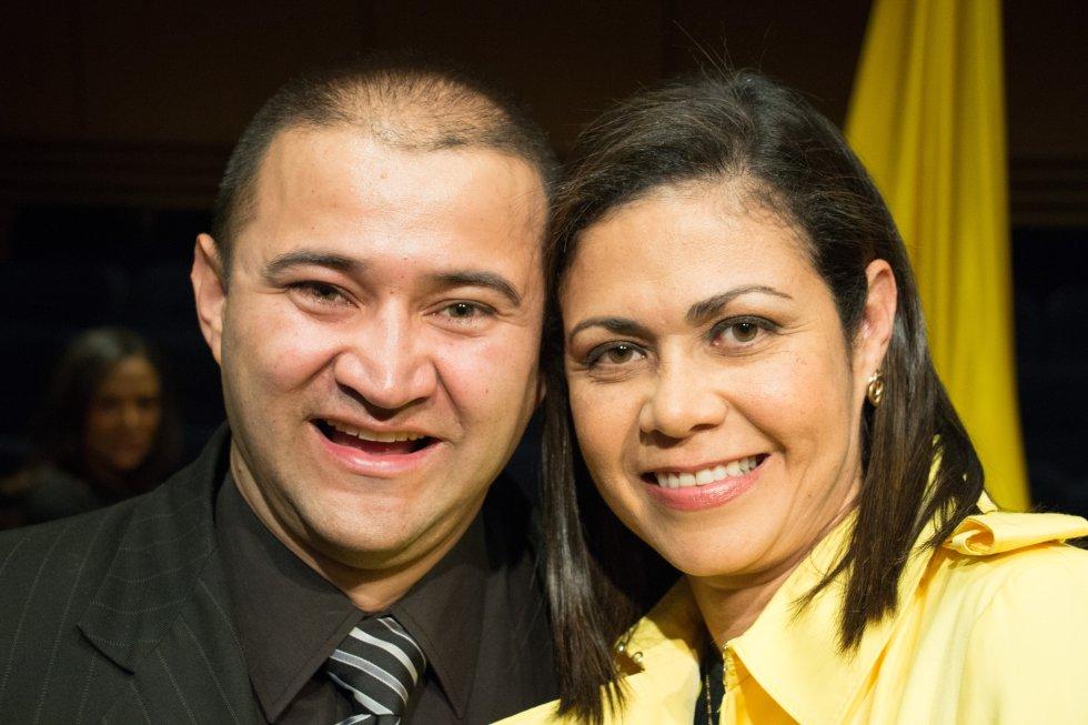 Marco Aurelio Giraldo 'Corozo', trovador de La Luciérnaga, con la periodista Martha Ordóñez, actual consejera presidencial para la Equidad de la Mujer