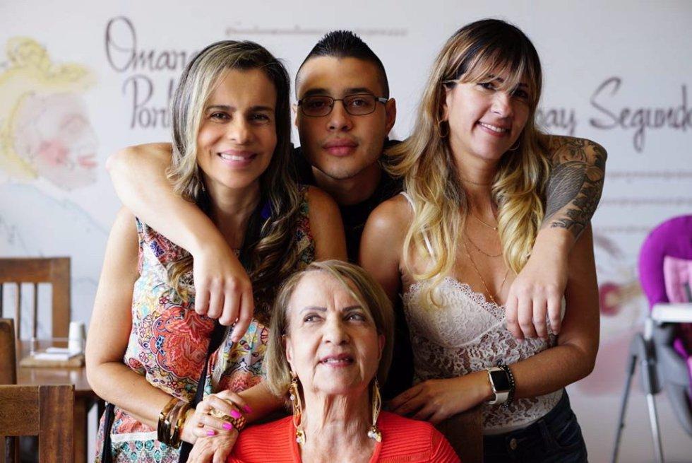@Icardona05 nos compartió una hermosa fotografía de una madre de cada generación de su familia @dosypuntoradio #YoAmoAMiMamá