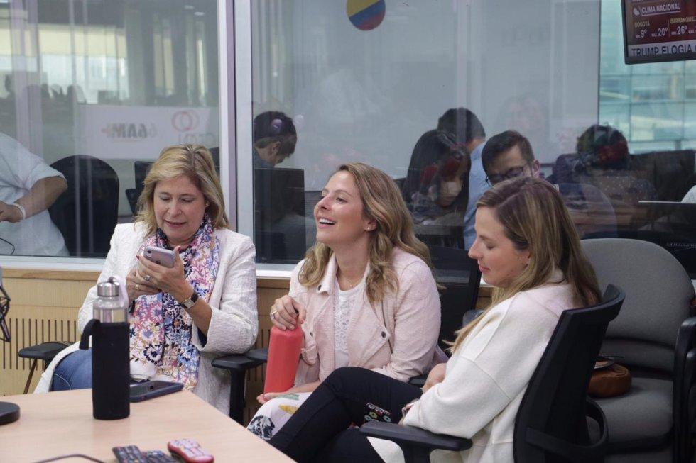 Su esposa Ana María e hijas Andrea y Manuela