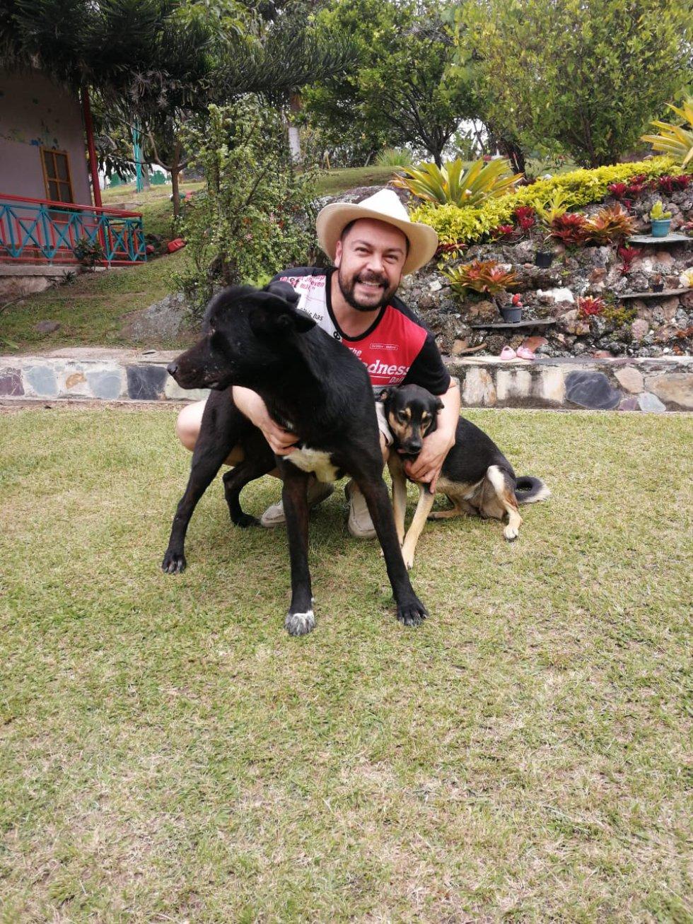 Andrés López, director de Hoy por Hoy 10AM y 'A Vivir que son dos días' no oculta el amor por sus mascotas.