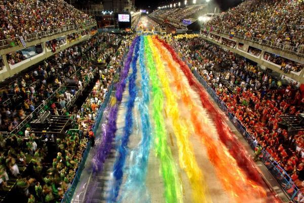 El carnaval de Río de Janeiro da trabajo a 250.000 personas y genera ingresos de 640 millones de dólares para la ciudad.