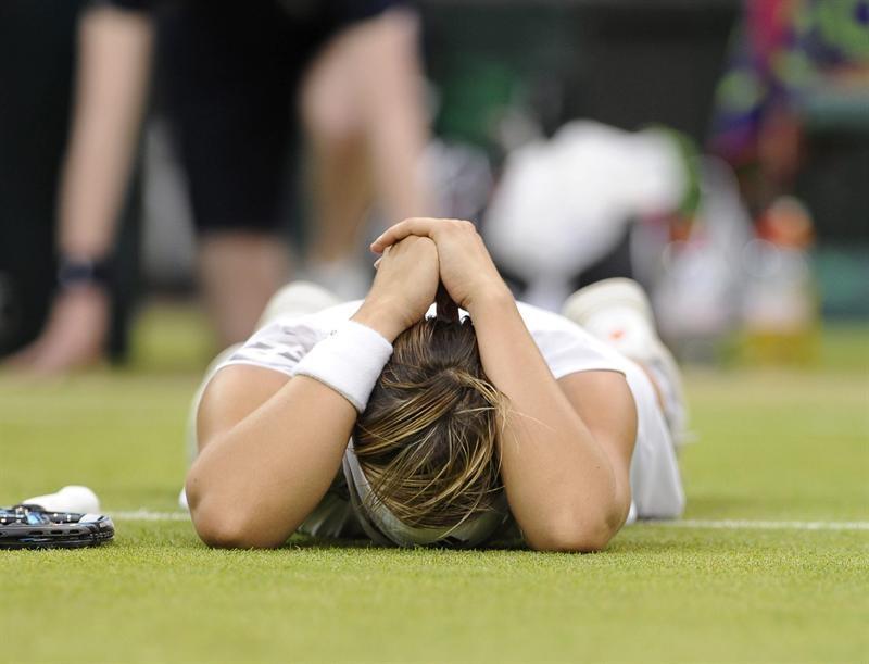 La tenista belga Kirsten Flipkens celebra su victoria en el partido de cuartos de final del torneo de Wimbledon.