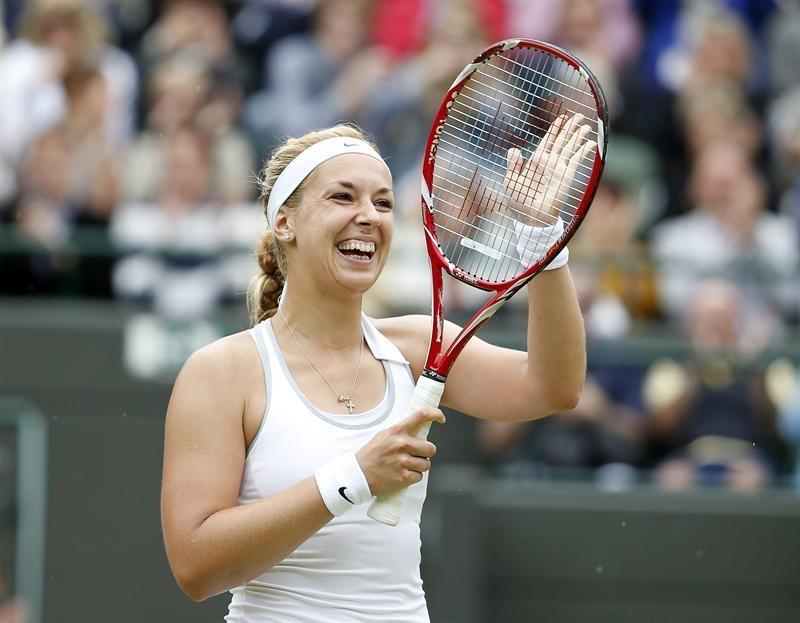 La tenista alemana Sabine Lisicki celebra su victoria ante la estonia Kaia Kanepiel, tras el partido de cuartos de final del torneo de tenis de Wimbledon.
