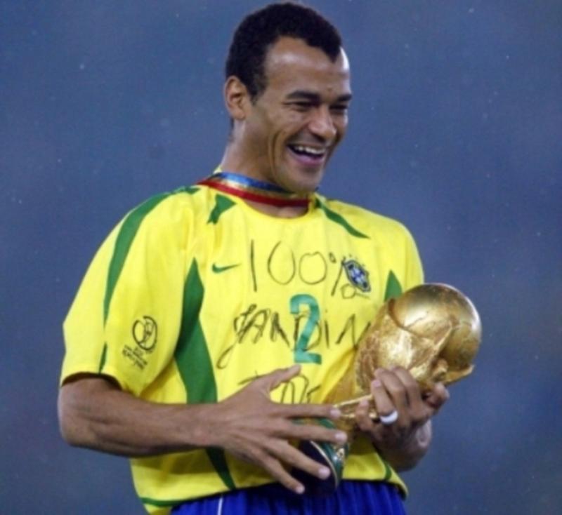 Cafú (Brasil) Campeón  mundial en 1994 y 1998.