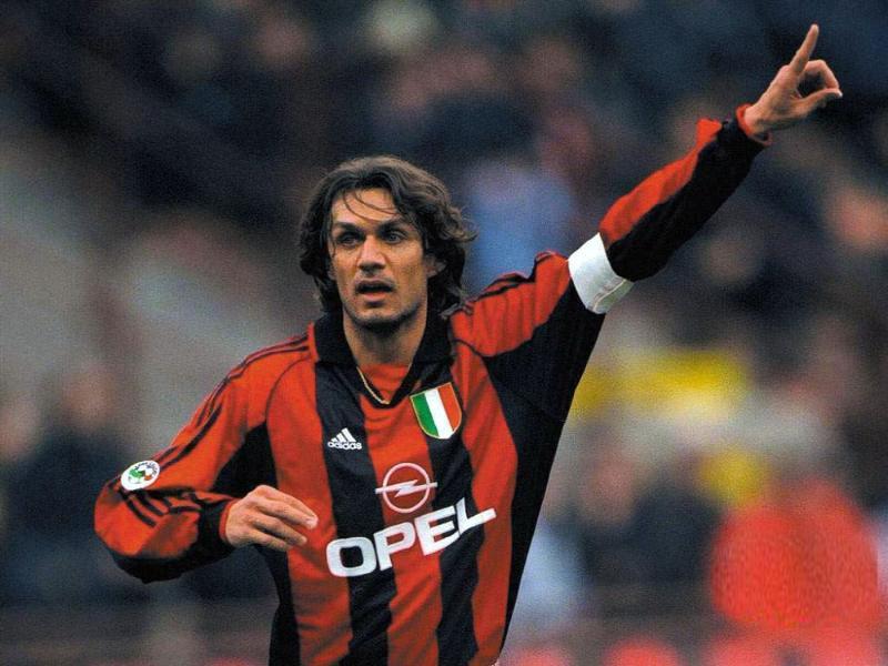 Paolo Maldini (Italia) Ganador de cinco Copas de Europa, cinco Supercopas de Europa, dos Copas Intercontinentales y un Mundial de Clubes.