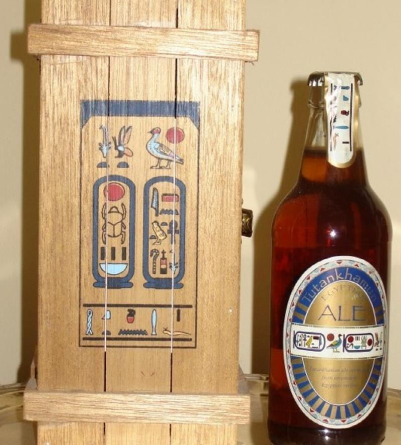 Tutankhamun Ale: Con el examen de sedimentos en jarras de la bebida y jeroglíficos, fue posible descubrir la receta de la cerveza. Precio: alrededor de $150.000 por botella de 500 ml.