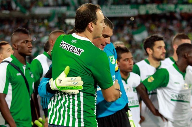 Algunos jugadores como Faryd Mondragón y Andrés Pérez no pudieron ocultar su tristeza y con lágrimas se despidieron del Atanasio Girardot.