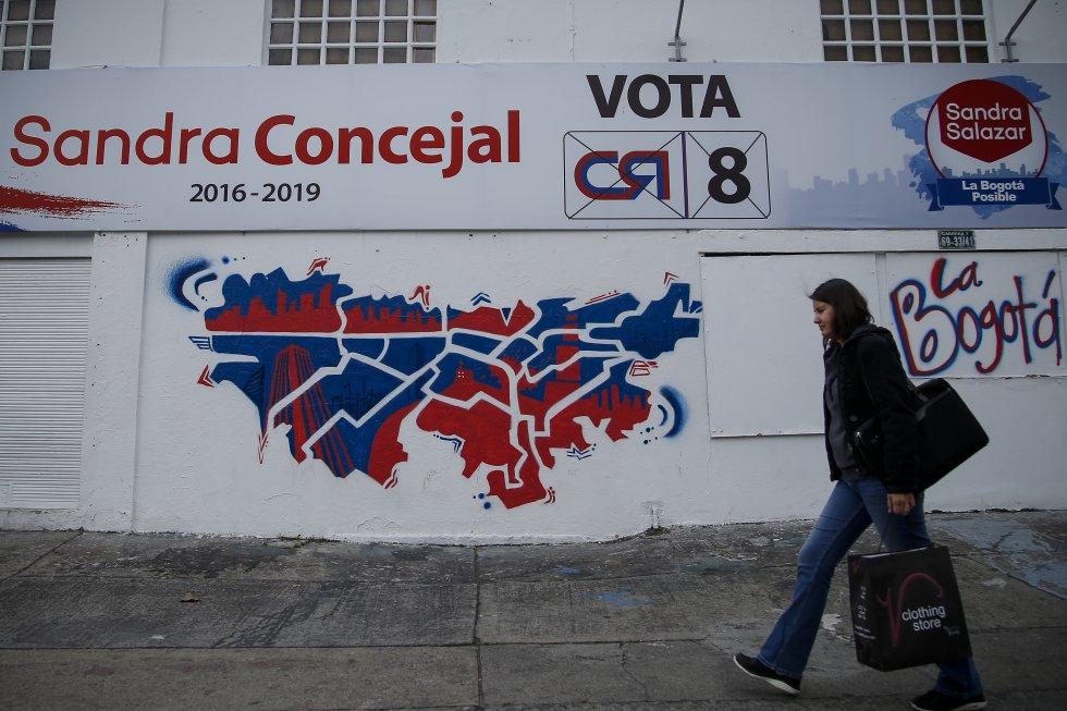 Luego de las campañas políticas previas a las elecciones de autoridades locales 2015, así quedaron las calles de la capital, con afiches, carteles y vallas publicitarias que reviven la jornada electoral.