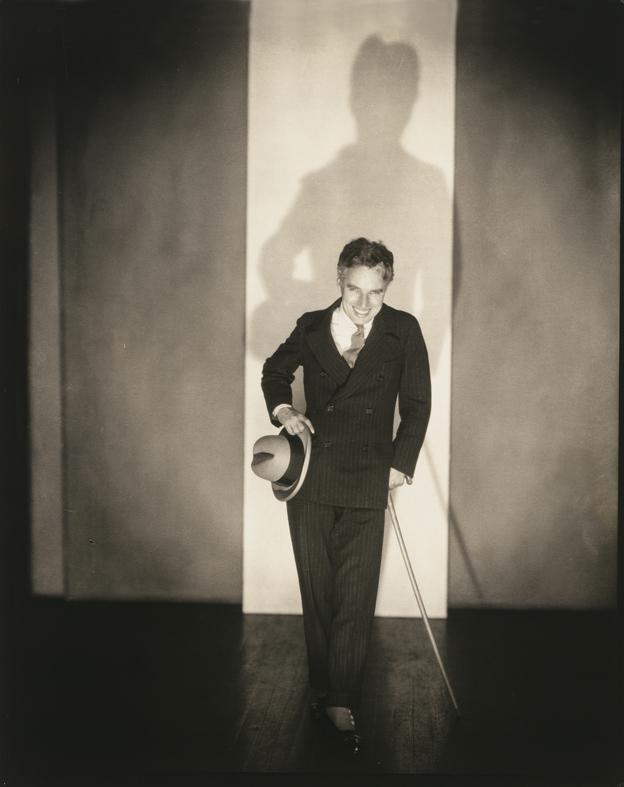 Charlie Chaplin en 1926 en Nueva York, fotografiado por Edward Steichen (cortesía © The Estate of Edward Steichen/Joanna T. Steichen / ARS, NY and DACS, London)