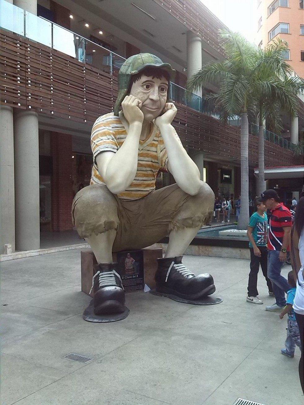 Estatua del Chavo del 8 en Cali, Colombia