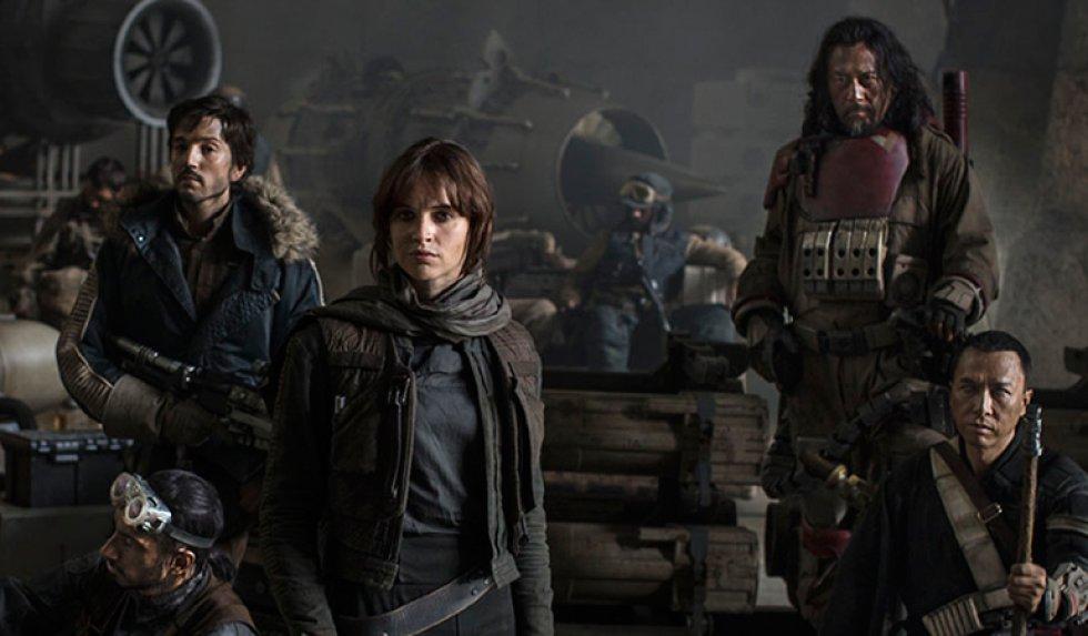 Se estrenó el primer tráiler de 'Star Wars: Rogue One', el 'spin off' de la saga dirigida por Gareth Edwards que llega cuatro meses después del estreno de 'Star Wars: The Force Awaken'.