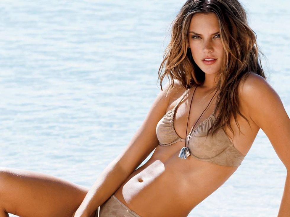 Es esposa del empresario Jamie Mazur desde el 2008.
