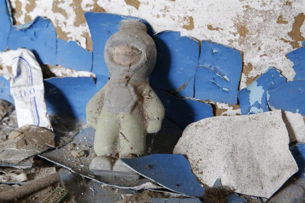 La planta de Chernobíl explotó hace 30 años después de sobrecargarse. La emergencia deja múltiples victimas de la explosión y los daños efectos sobre el entorno.