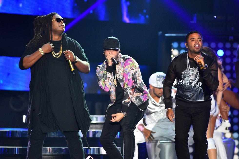 Zion y Lennox y Nicky Jam hicieron explotar el escenario de los premios.
