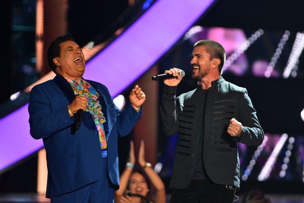 Además de Juanes, Juan Gabriel cantó junto a Alejandro Fernández y Paty Cantú.
