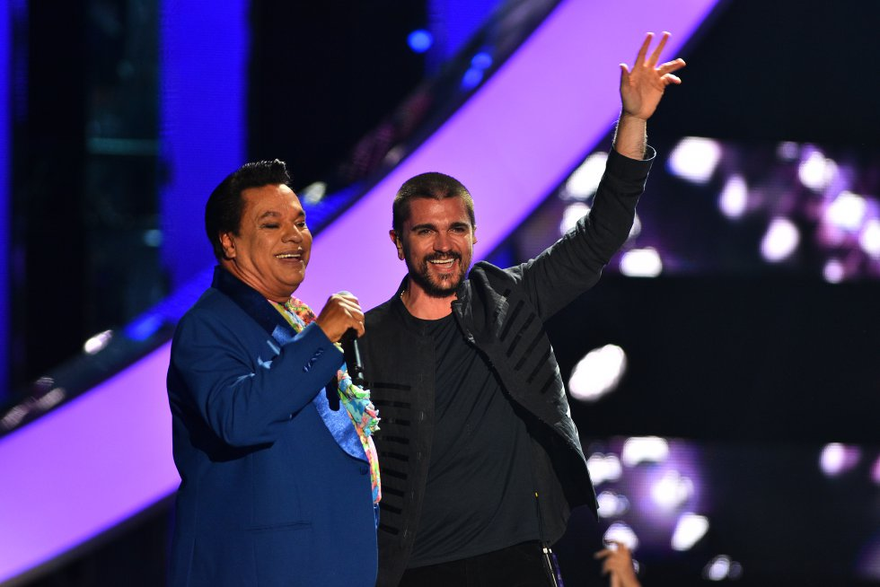 Si hace unas semanas veíamos a Juanes junto a los Rolling Stones, esta vez el paisa se animó a interpretar el éxito 'Querida' junto a Juan Gabriel.