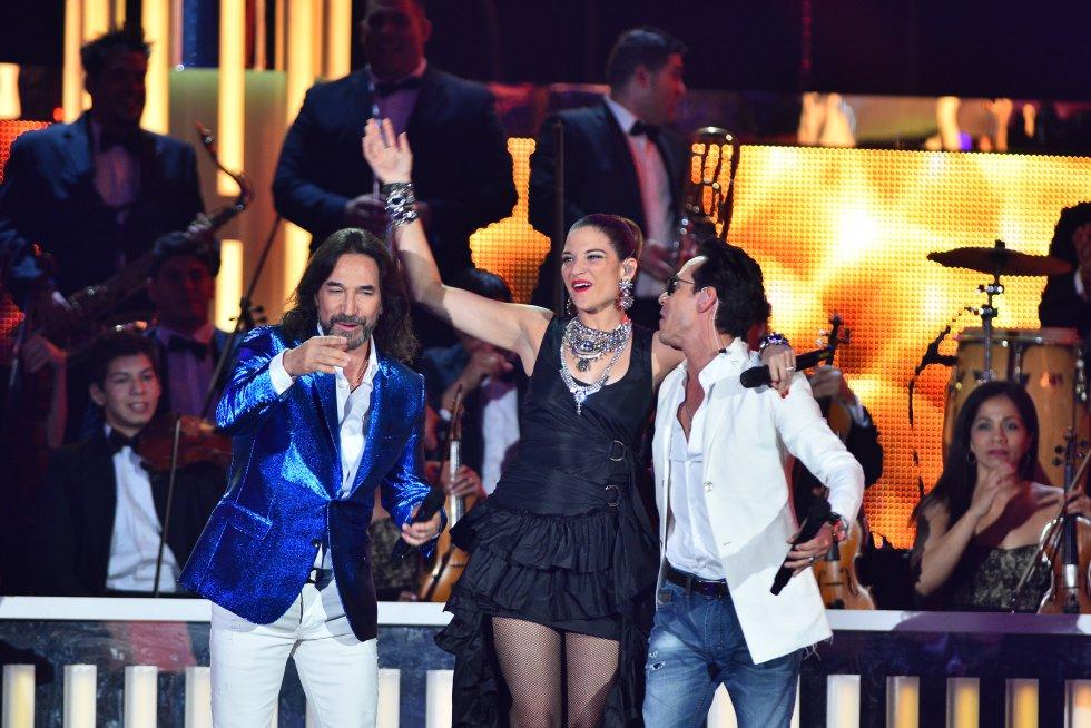 Natalia Jiménez, Marco Antonio Solís y Marc Anthony en uno de los mejores shows de la ceremonia.