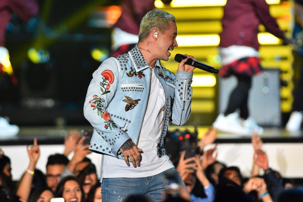 """""""Te mereces ser el ganador de la noche"""", le escribió a su amigo Nicky Jam, el gran triunfador de los Billboard 2016."""