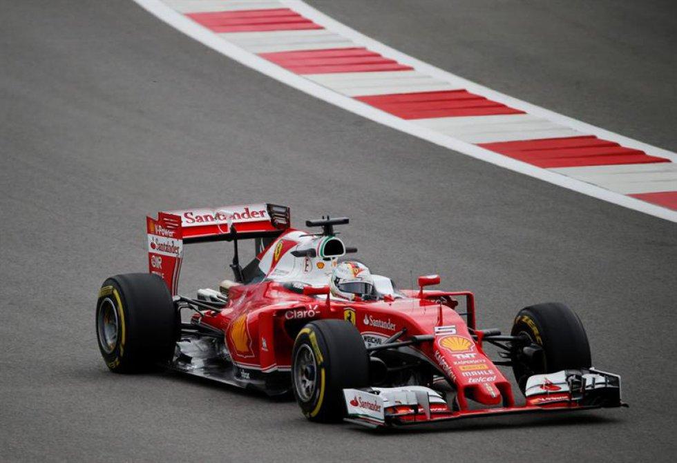 Sebastian Vettel de la escudería Ferrari en las pruebas previas del Gran Premio de Formula 1 en Rusia.