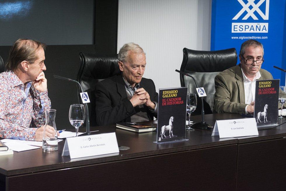 1. El primer puesto lo ocupa el autor uruguayo Eduardo Galeano con su libro 'El cazador de historias', que terminó meses antes de su fallecimiento y fue publicado por la Editorial Siglo XXI. En su obra, Galeano intenta mostrar con humor y sarcásmo algunas vivencias cotidianas.