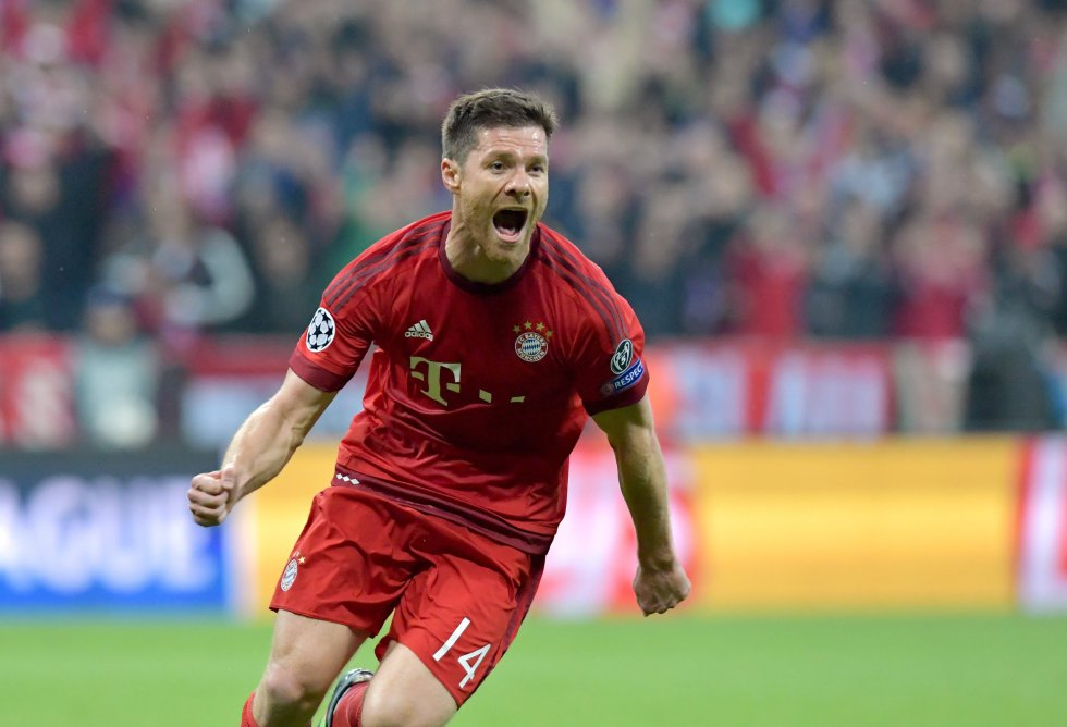 Xabi Alonso celebra el gol de su equipo el Bayern que abrió el marcador en el Allianz Arena
