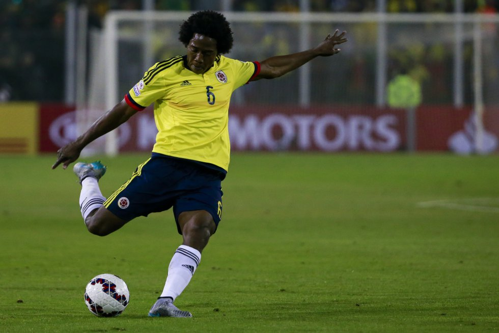 Carlos Sánchez, quibdoano de 30 años, volante central del Aston Villa, es uno de los mediocampistas preseleccionados para la Copa América.