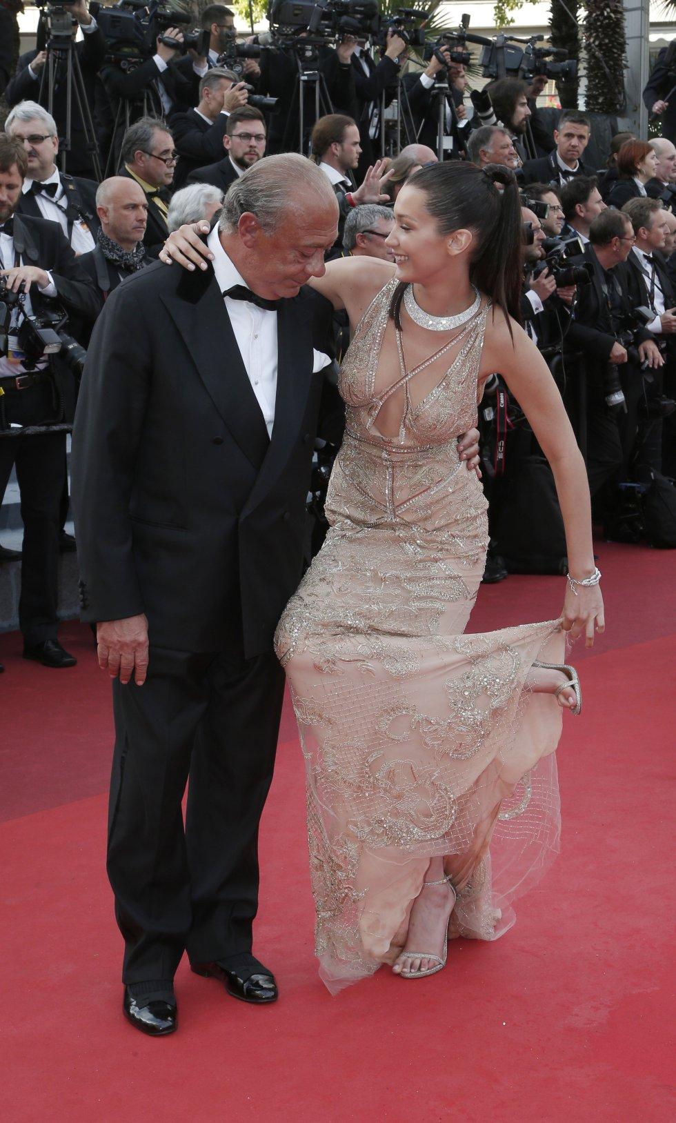 El fundador de De Grisogono, Fawaz Gruosi junto a la modelo Bella Hadid.