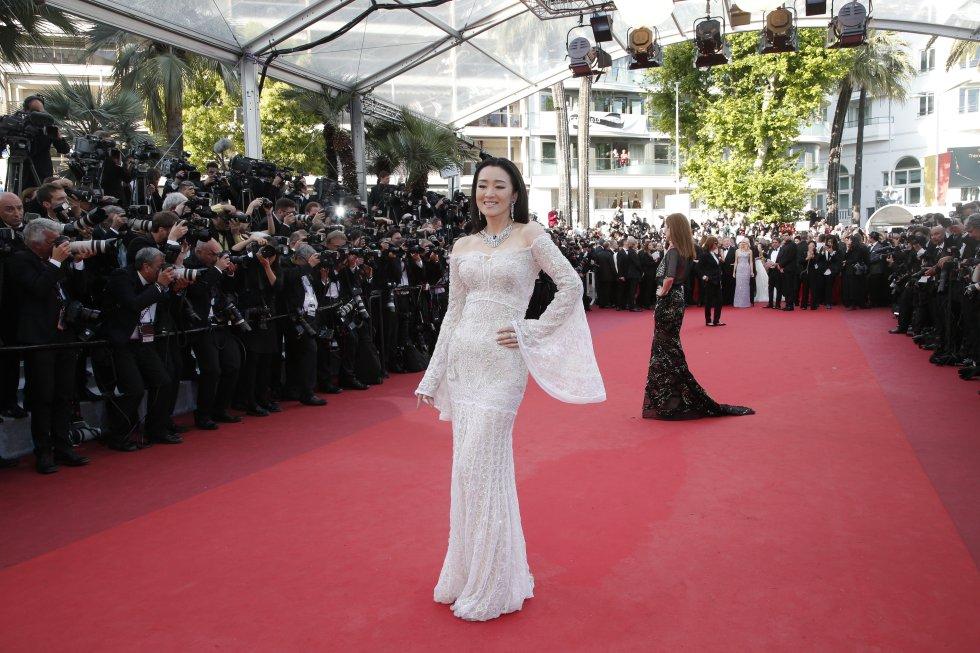La actriz Gong Li, quien a sus 50 años luce radiante.
