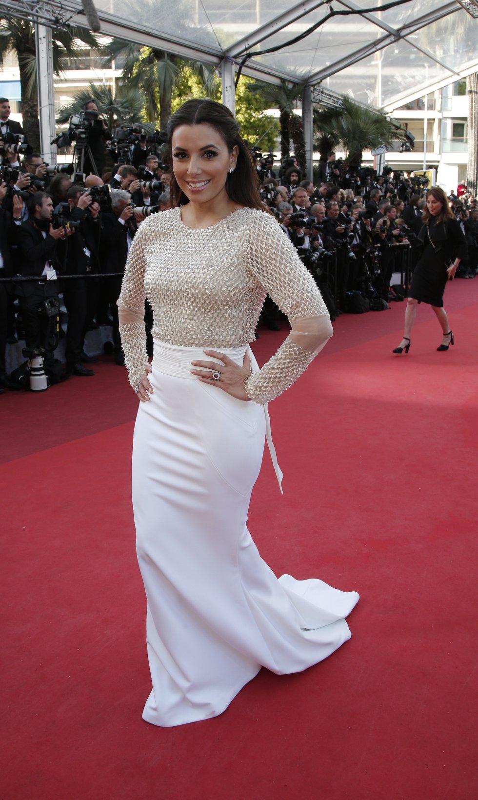 Eva Longoria es una actriz de cine y televisión. Se hizo famosa por interpretar el papel de Gabrielle Solís en la serie de televisión Amas de casa desesperadas.