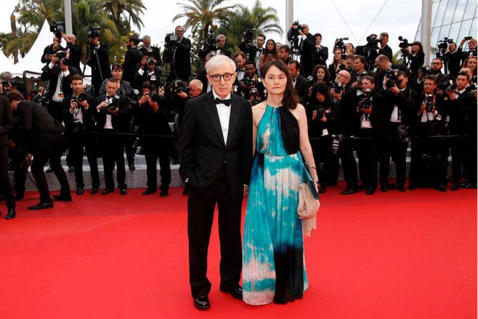 """El director estadounidense Woody Allen y su esposa Soon Yi. Fue el encargado de abrir la 69 edición del Festival de Cannes con """"Café Society"""""""