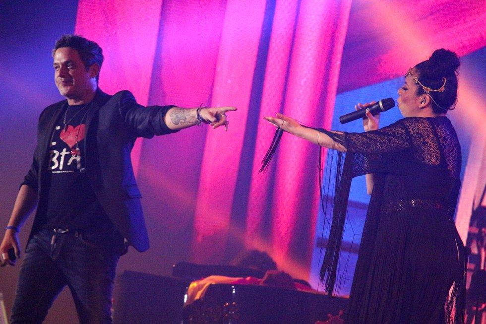 Sus álbumes de estudio son 'Viviendo deprisa', 'Si tú me miras', '3', 'Más', 'El alma al aire', 'No es lo mismo', 'El tren de los momentos', 'Paraíso Express', y 'La música no se toca'.