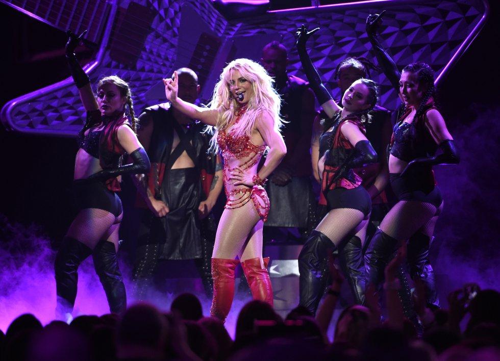 Desde su llegada a la alfombra roja, Britney Spears acaparó las miradas. Pero lo que se vería después en tarima, fue lo que definitivamente la puso en boca de todos.