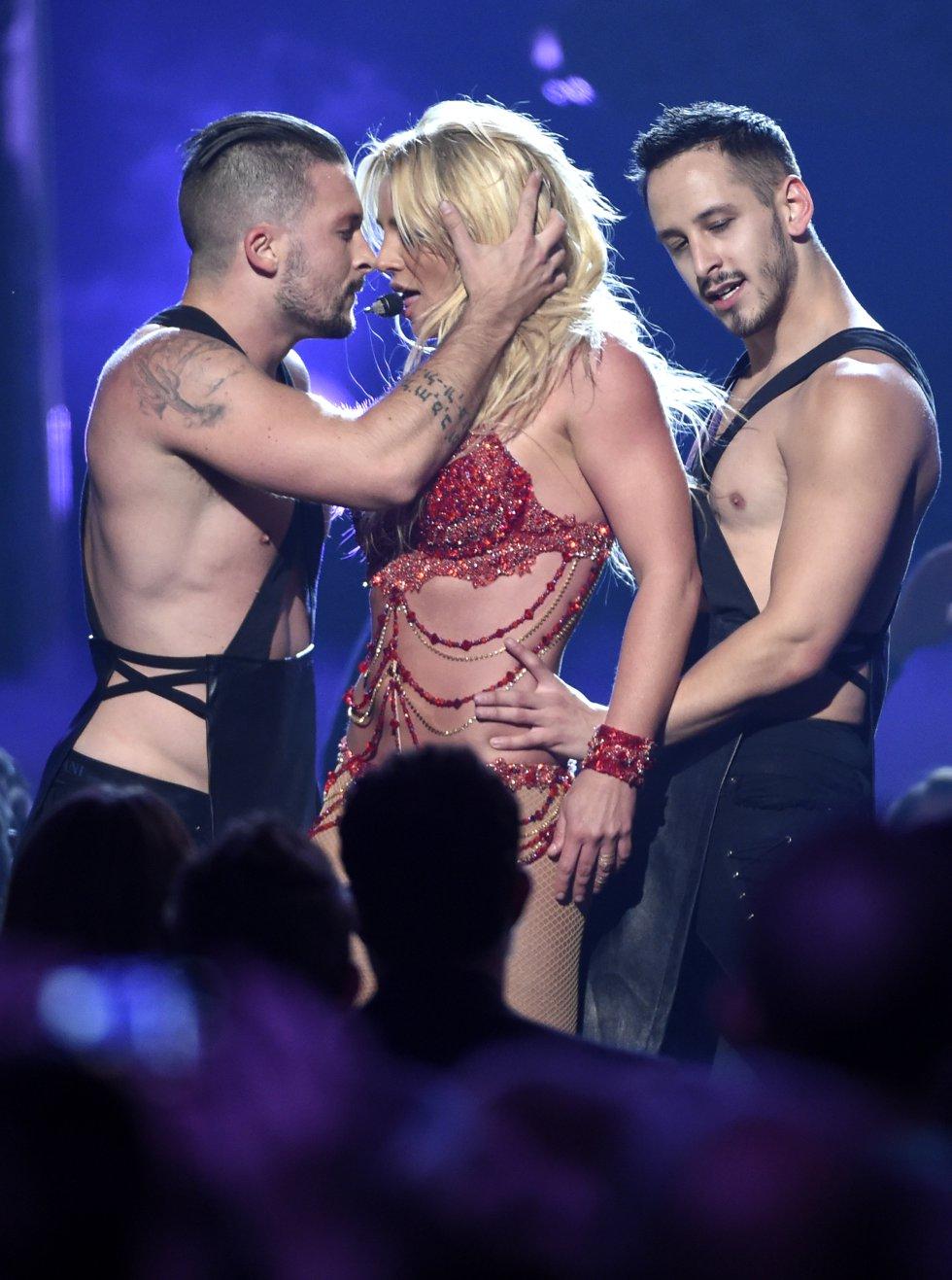 La apertura de la Billboard Music Awards tuvo como protagonista a Britney y su combo de bailarines.