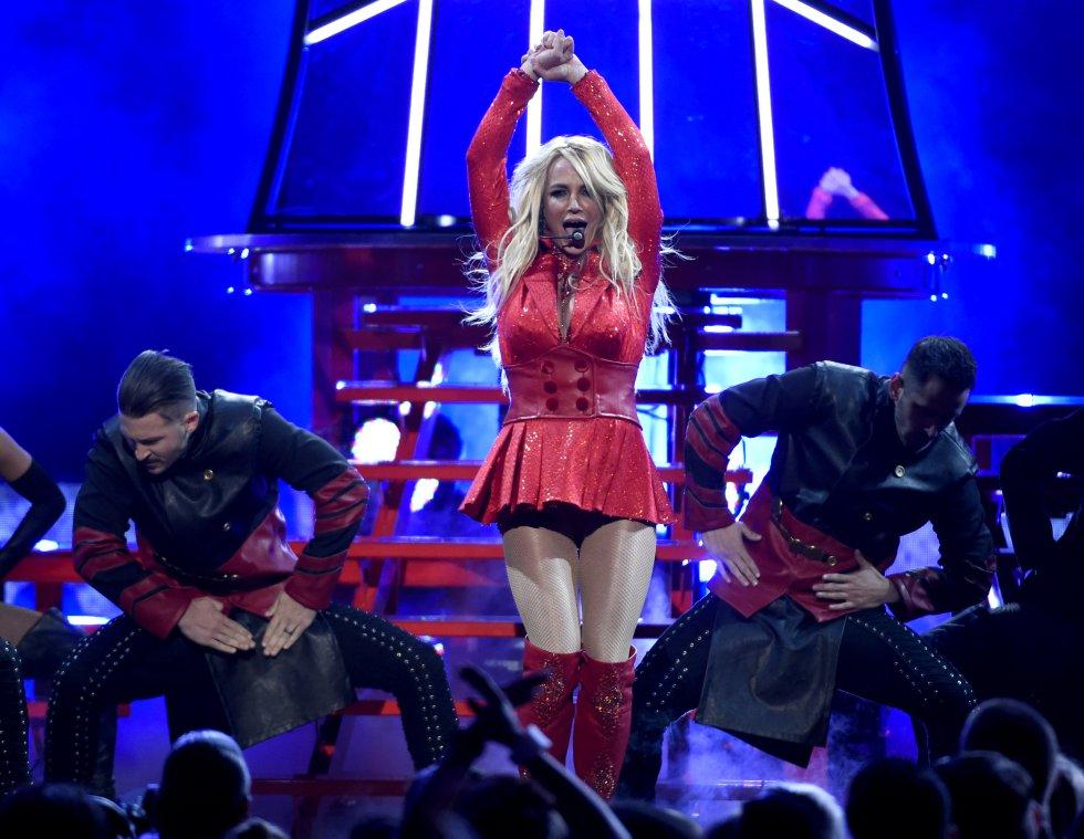 La artista recibió el Millennium Award, galardón que se entrega por tercera vez en los Billboard Music Awards.