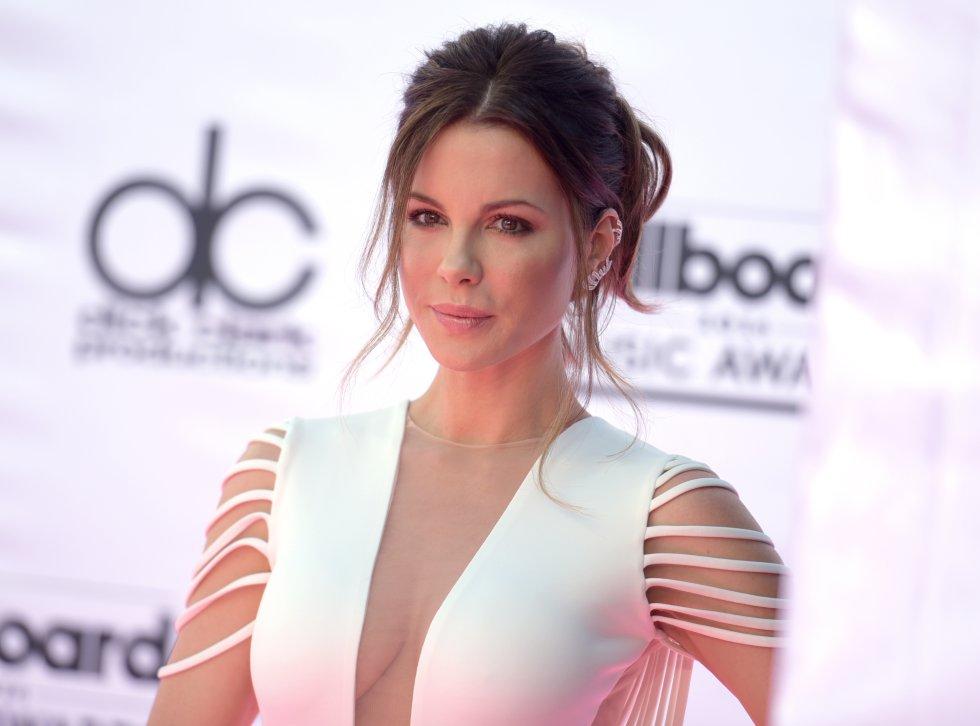 Músicos, artistas, actores y otras personalidades pasaron por el tapete rojo de los BBMAs. Mucha piel, belleza y otras extravagancias se vieron al inicio de los premios. En la foto Kate Beckinsale.