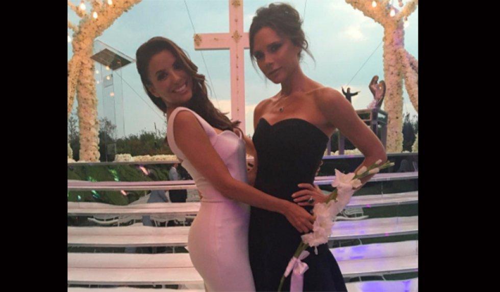 La actriz contrajo matrimonio con José Antonio 'Pepe' Bastón en México a donde acudieron varios de sus amigos de la farándula como el actor Mario Lopez.