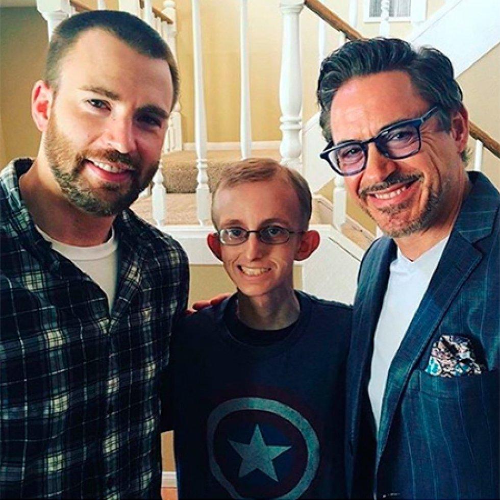 Ryan Wilcox, de 18 años, aficionado a los personajes de Marvel Comics, sabe una o dos cosas sobre esas cualidades heroicas. Lucha contra el cáncer por segunda vez en su vida, y cuando hace poco recibió noticias poco alentadoras sobre su pronóstico, sus compañeros de escuela se reunieron y llamaron a Los Vengadores.