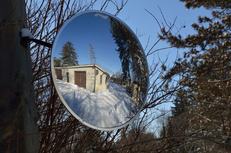 Si usted es de esas personas que cree en los mitos que existen con los espejos, es problabe que sufra de Catoptrofobia: miedo a los espejos.