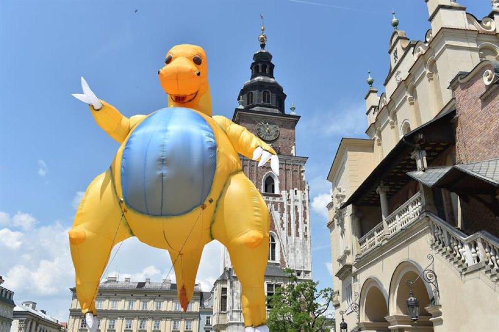 El desfile es organizado por Groteska teatro. Se realiza un concurso del mejor dragón del desfile.