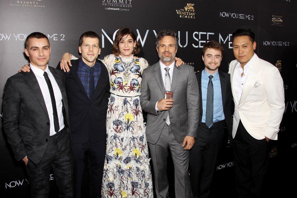 La película cuenta con la actuación de las estrellas Dave Franco, Jesse Eisenberg, Lizzy Caplan, Mark Ruffalo, Daniel Radcliffe y Jay Chou.