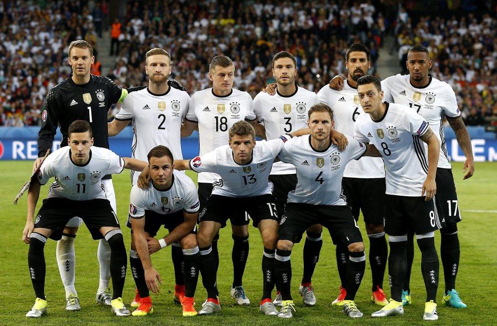 El once de Alemania para el debut.