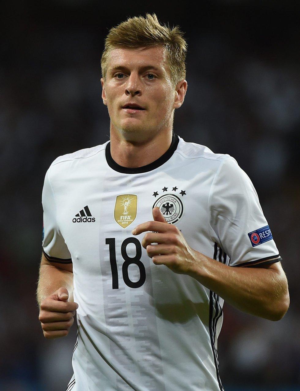 Kroos, compañero de James en el Real Madrid, asistió en el primer tanto del encuentro.