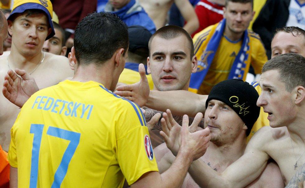 Artem Fedetskiy de Ucrania comparte con los aficionados.