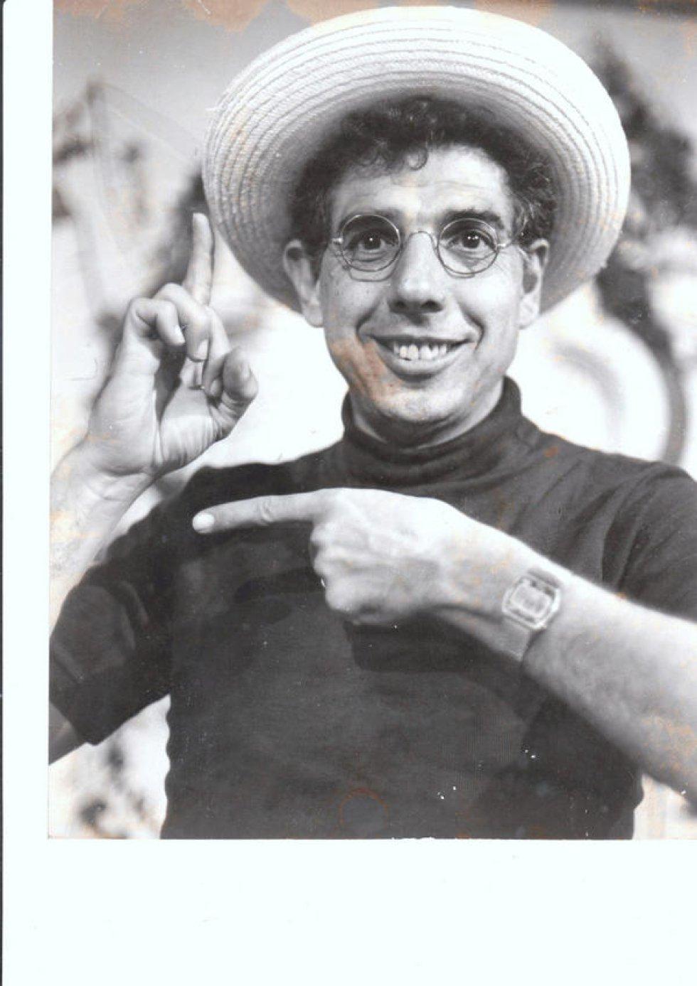 Rubén Aguirre recordado por interpretar al profesor Jirafales, el eterno enamorado de Doña Florinda, y el hombre más ilustrado de la vecindad.