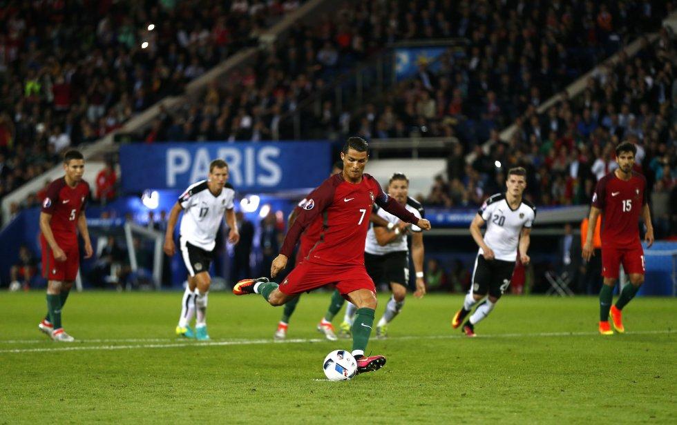 Cristiano Ronaldo cobrando el penal que pegó en el palo