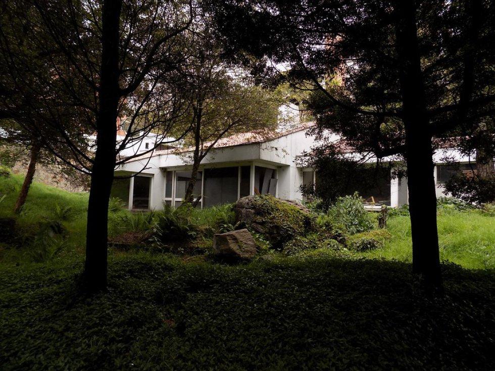 La casa ha sido varias veces invadida, saqueada e incluso quemada. Actualmente está en avanzado estado de deterioro.