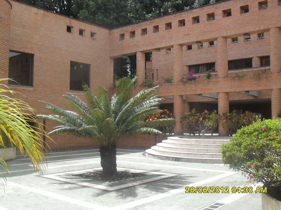 """Rodríguez Gacha, alias """"El Mexicano"""", que pertenecía al Cartel de Medellín, murió junto con su hijo Freddy en una operación policial el 15 de diciembre de 1989 en el municipio de Tolú (Sucre)."""