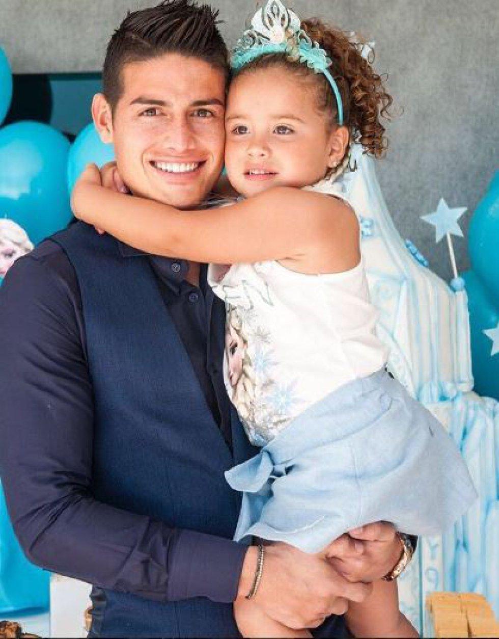 James Rodríguez: Con su esposa Daniela Ospina tiene una hija llamada Salomé.